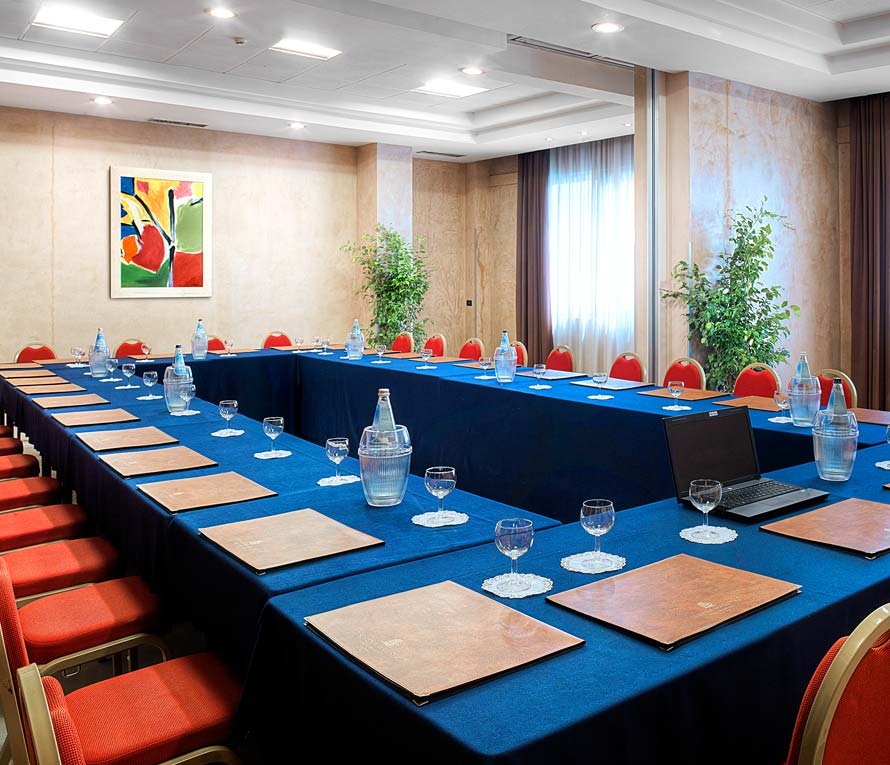 Centro Mobili Design Caravaggio.Centro Congressi Hotel 4 Stelle A Pescara Bluserena